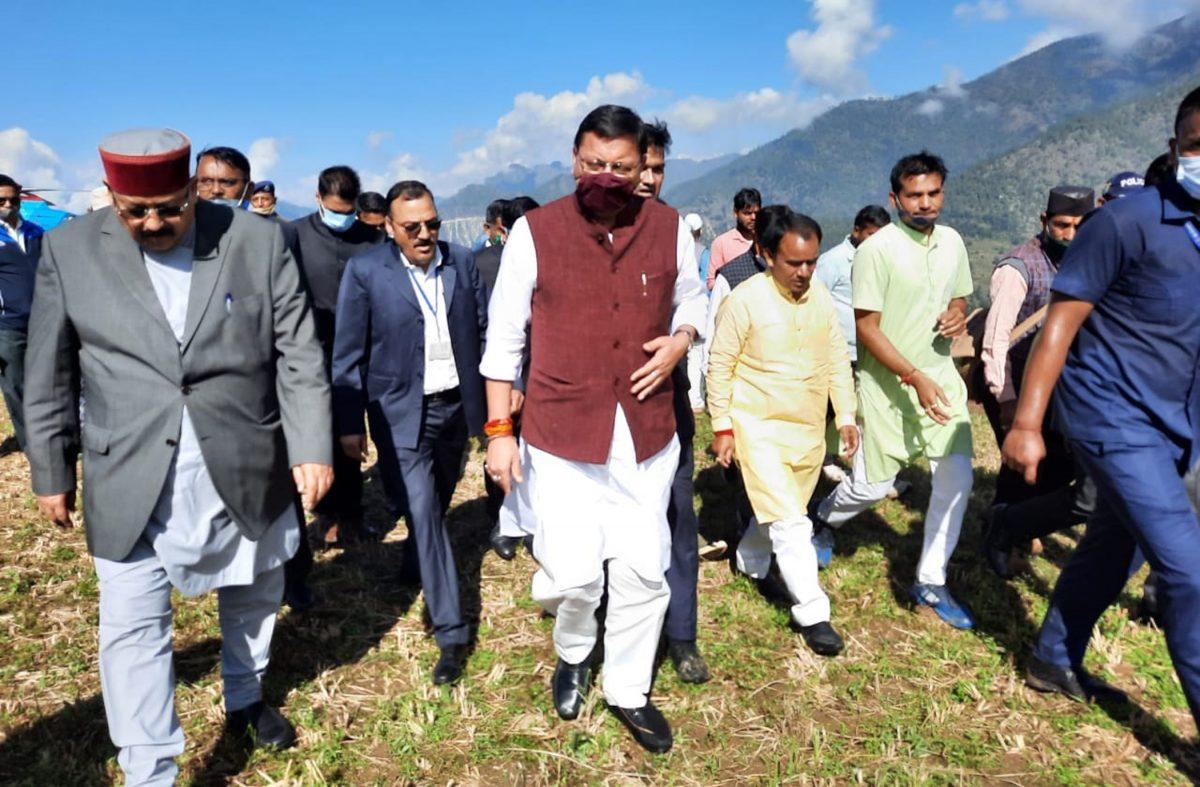 सीएम धामी ने किया चमोली जिले के आपदा प्रभावित डुंग्री गांव का दौरा
