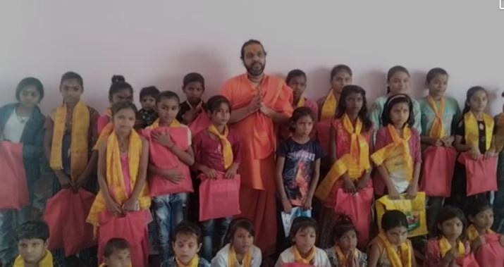 श्री धाम वृंदावन में धूमधाम से मनाई गई दुर्गा नवमी, कन्या पूजन किया गया, 200 से भी अधिक बच्चों ने प्रसाद पाया