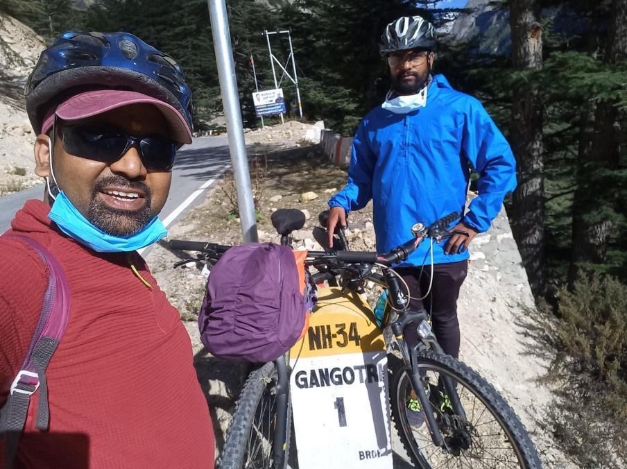इको टूरिज्म का सदेंश लेकर देहरादून के दो साइकिलिस्ट ने गंगोत्री धाम तक की साइकिल यात्रा