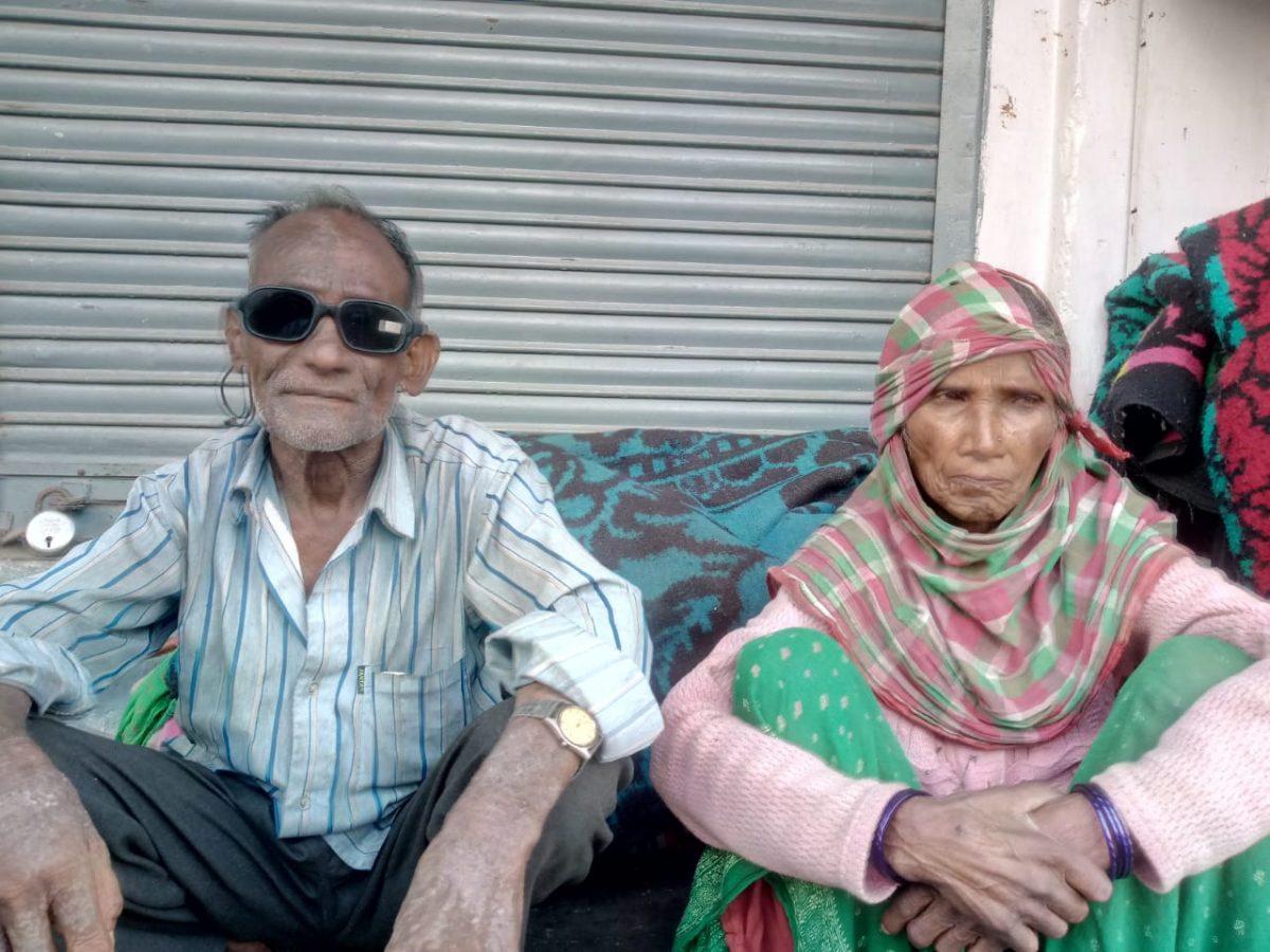 घनसाली : दर-दर की ठोकर खाने को मजबूर अल्मोड़ा निवासी बुजुर्ग दंपति, प्रशासन से लगाई मदद की गुहार