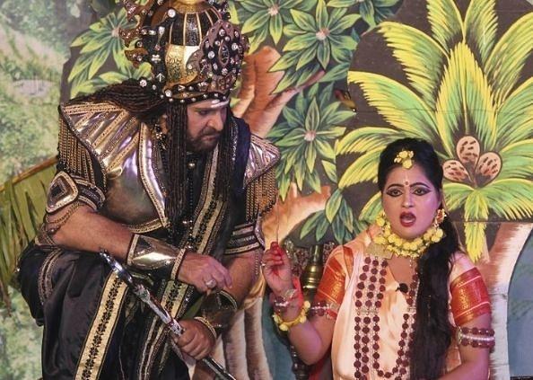 अयोध्या : रावण का किरदार निभा रहे अभिनेता शहबाज खान, अरविंद त्रिवेदी को किया याद