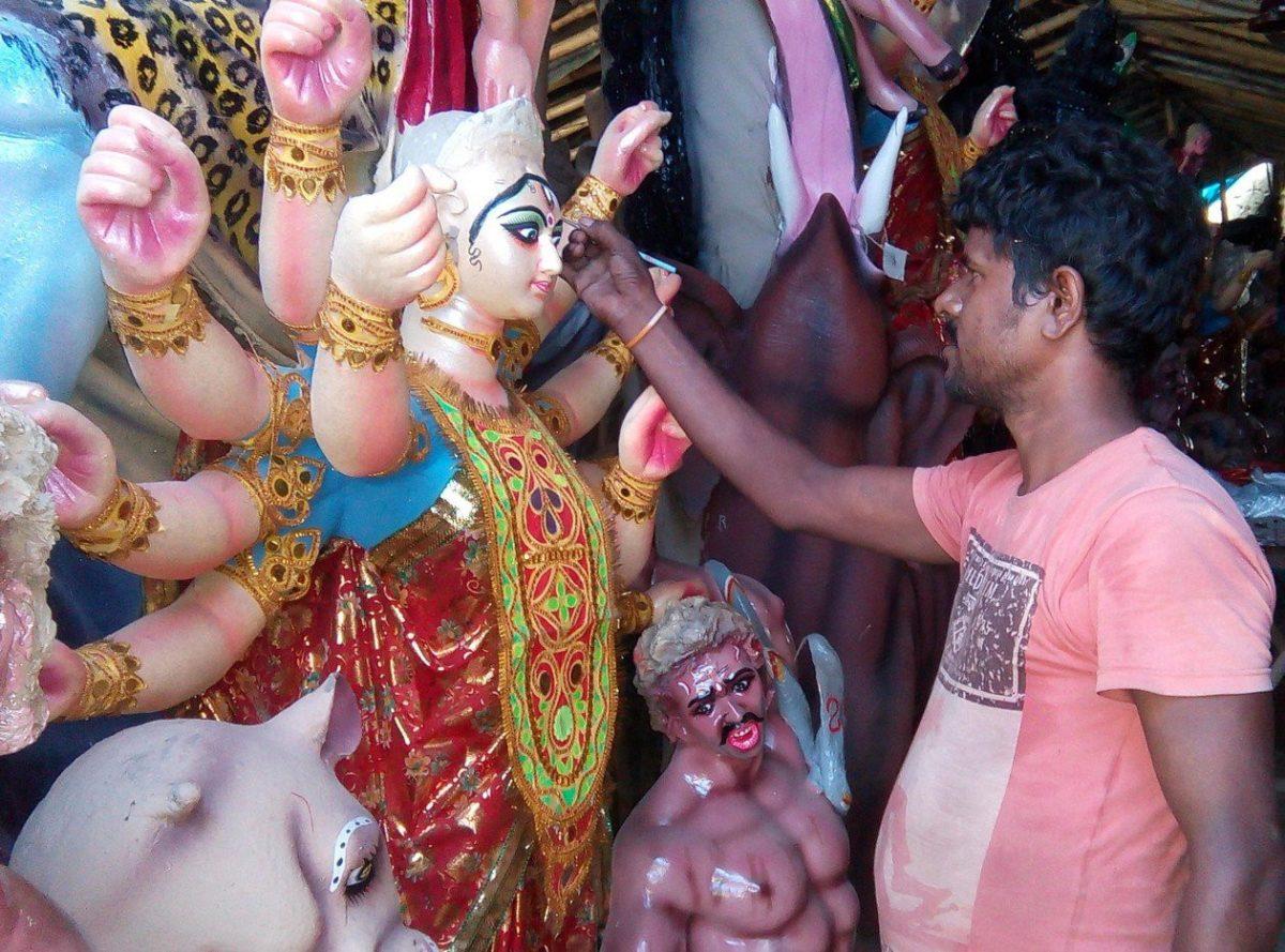 कोरोना महामारी ने छीना मूर्ति कलाकारों का रोजगार , शारदीय नवरात्रि में भी नहीं हो पा रही बिक्री